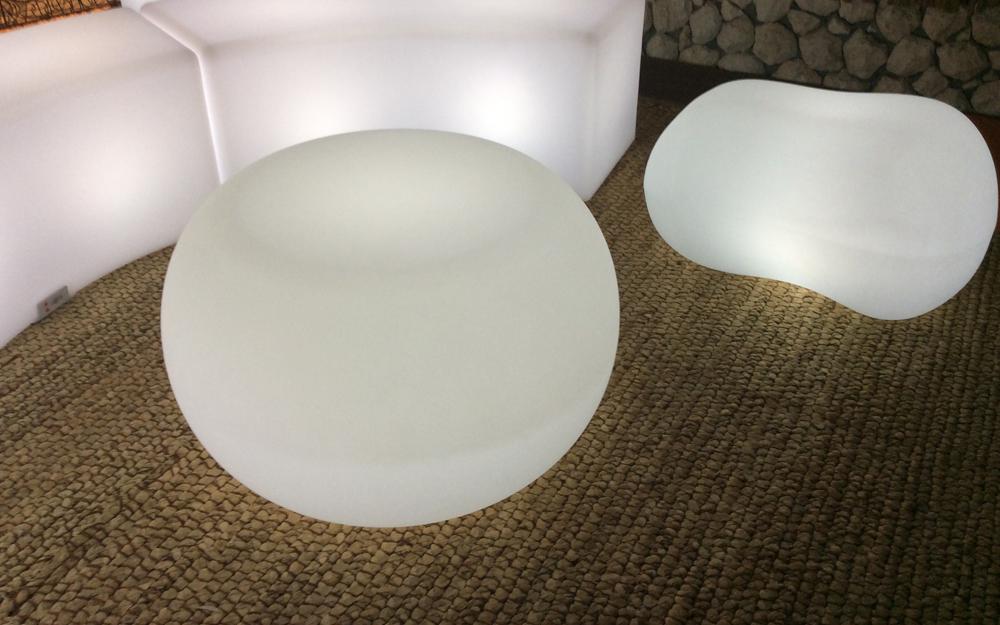 光る家具「クラシオン」コーヒーテーブルB 設置画像1