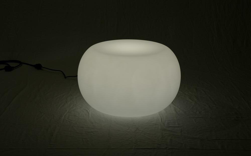 光る家具「クラシオン」コーヒーテーブルB 設置画像2