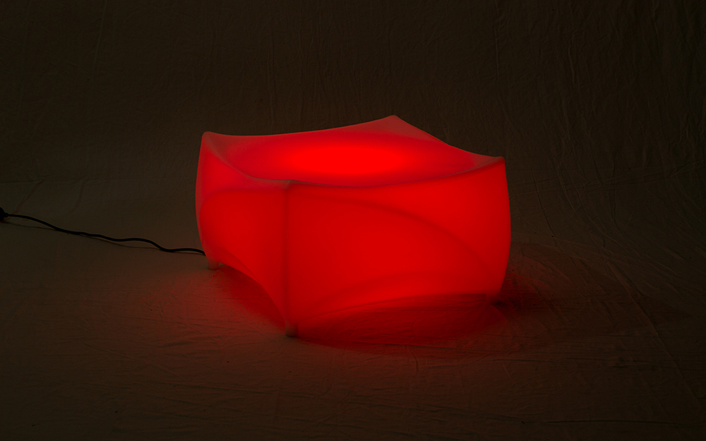 光る家具「クラシオン」コーヒーテーブル