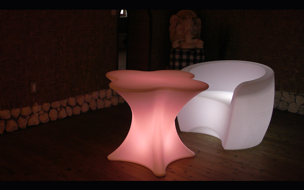 光る家具「クラシオン」クローバー型センターテーブル