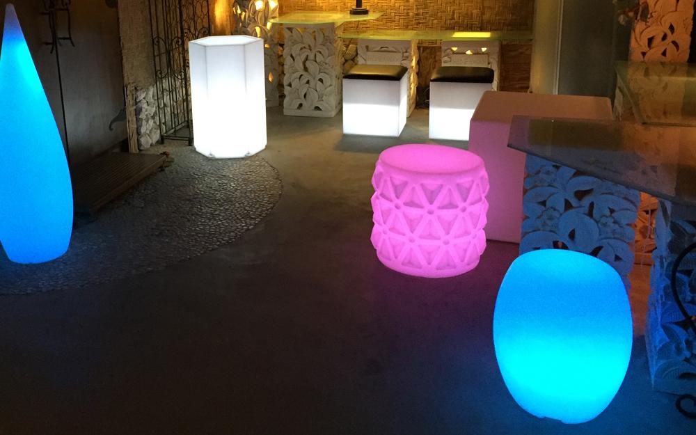 光る家具 クラシオン スツールチェア 使用画像3