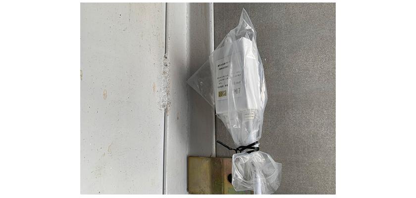 電源をビニールでなどで覆うと防水対策ができます。