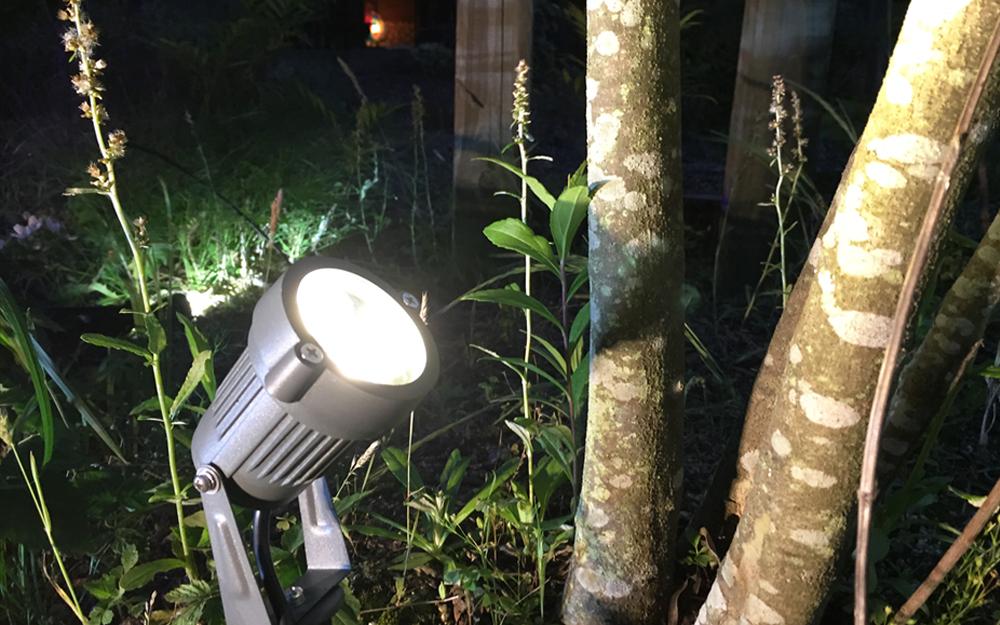 イルミネーション LEDガーデンアップスポットライト 設置画像4