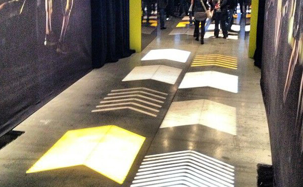 LEDプロジェクションロゴライト・ゴボライトの設置イメージイベント内通路