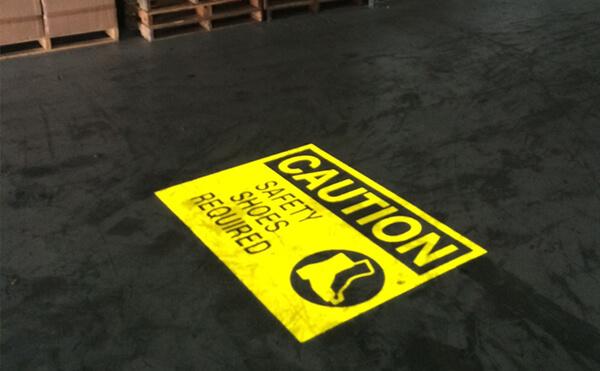 LEDプロジェクションロゴライト・ゴボライトの設置イメージ工場内の注意喚起