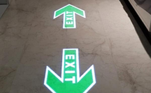 LEDプロジェクションロゴライト・ゴボライトの設置イメージ駐車場の案内灯