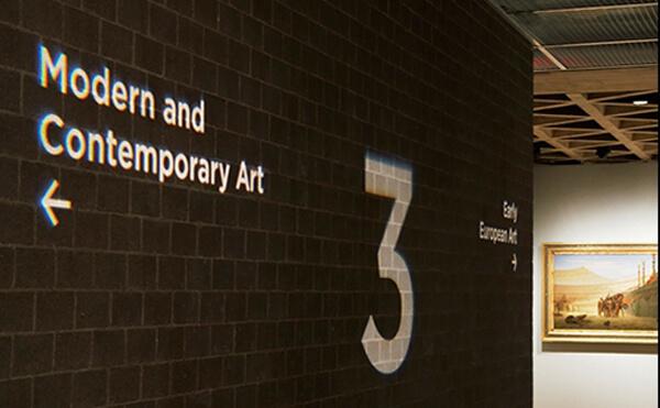 LEDプロジェクションロゴライト・ゴボライトの設置イメージ美術館の案内灯