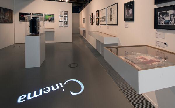 LEDプロジェクションロゴライト・ゴボライトの設置イメージ展示場の広告灯