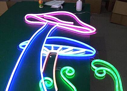 LEDネオン看板制作風景3