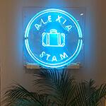 店舗内のワンポイントとしてLEDネオン看板を使用した例です。