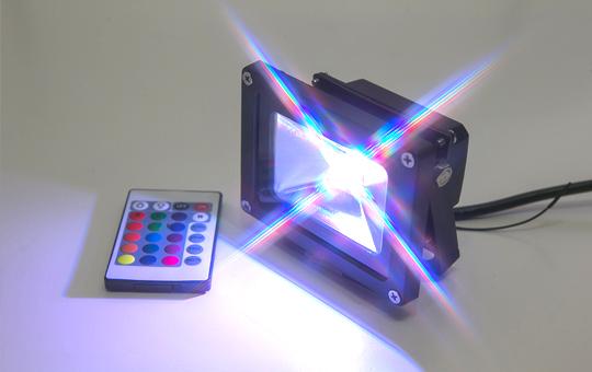 装飾照明として樹木のライトアップに最適。LED投光器