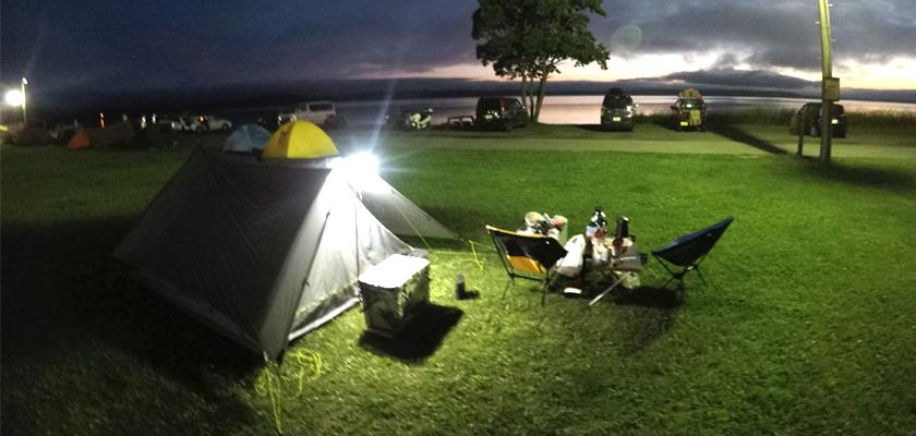 LED投光器をキャンプや夜のバーベキューで活用!
